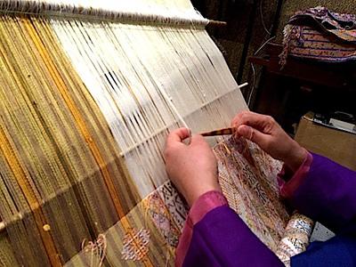 「境町画廊でブータン織物職人の手際にびっくり1